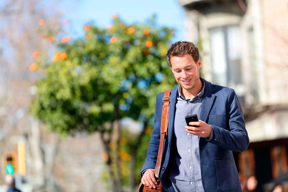 Картинки мужчины на смартфон насыщенный