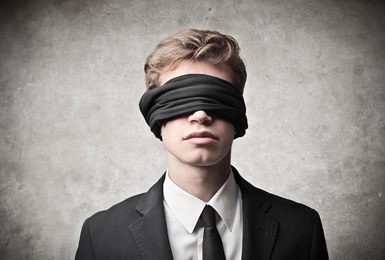 Мужчина с завязанными глазами картинки