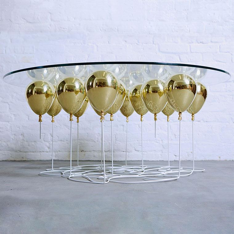 Журнальный столик на ножках из «воздушных шаров»