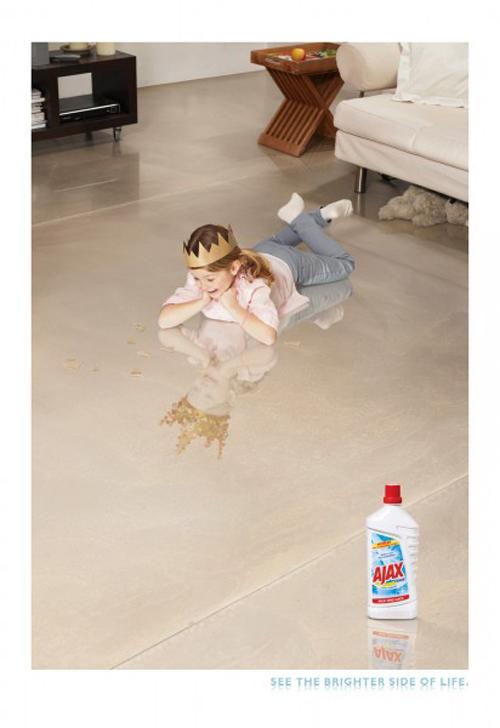 Скрытая реклама чистящего средства?