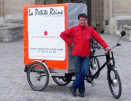 Небольшой размер каргоциклов позволяет им ездить везде, даже на велодорожке и легко парковаться между двух машин.