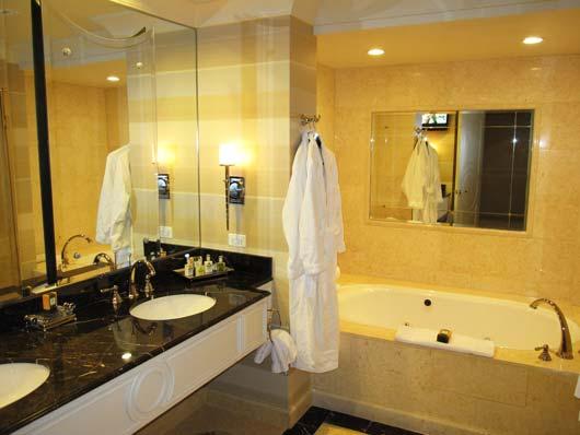 По каждому отелю есть полная и подробная информация - до таких мелочей как какой номер спокойнее, в каких номерах классные ванные комнаты и т.п., а также какие этаже лучше, а какие хуже остальных.