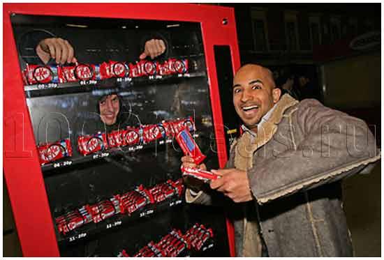 Вендинговый автомат с человеком внутри