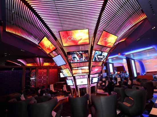 Ночной клуб для подростков открыт с 5.30 вечера до 1 ч. ночи, вход платный и стоит $25.