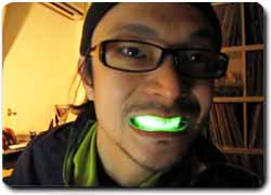 LED-подсветка… для зубов!