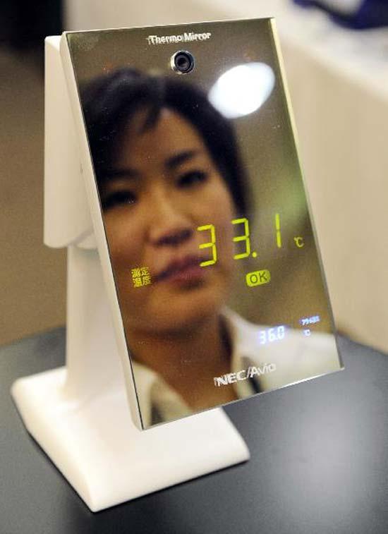 Компания NEC Avio Infrared Technologies, чей офис находится в Токио, назвала свое зеркало-термометр Thermo Mirror
