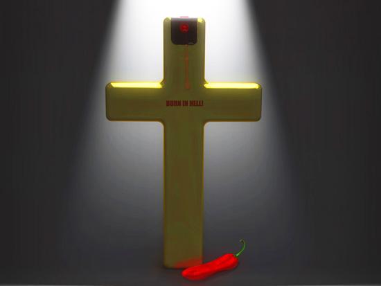 Автор идеи, дизайнер необычного перцового баллончика в форме креста Рафаэль Морган (Rafael Morgan)