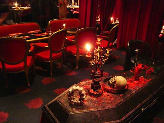 Еще одна идея из японской коллекции необычных ресторанов - кафе вампиров или Vampire Cafe.