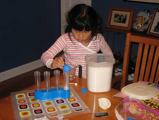 Называется съедобная познавательная игра Tasty Science (Вкусная наука).
