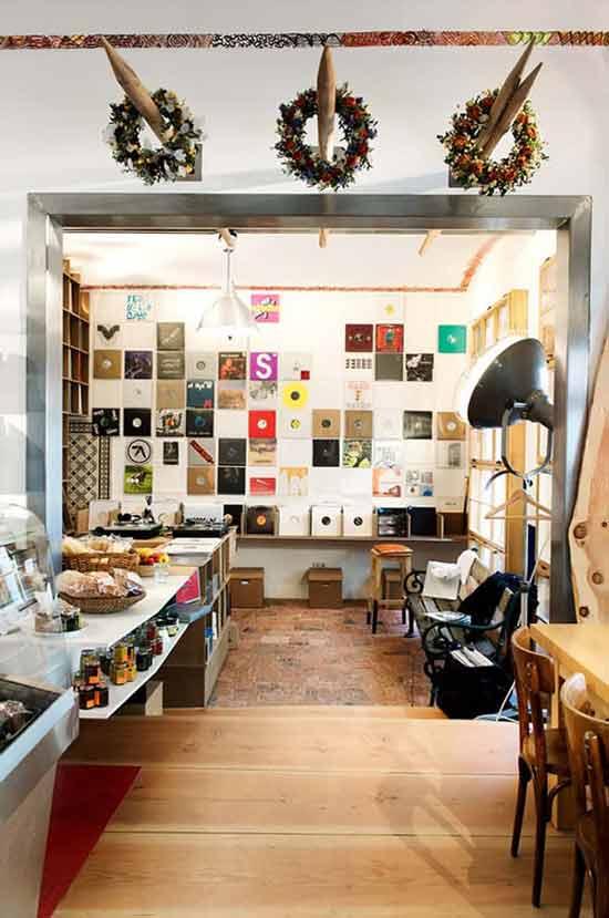 Питер Ферингер (Peter Fehringer) и ди-джей Кристофер Швайгер (Christopher Schweiger) – владельцы этого необычного магазина деликатесов и виниловых пластинок.