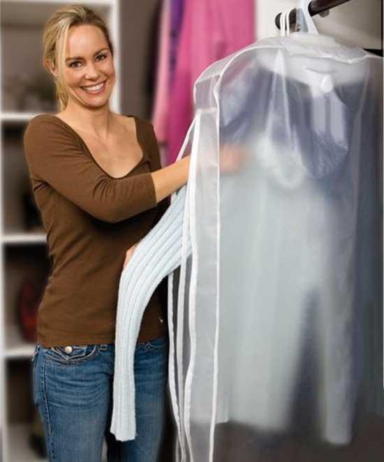 Дезодорирующее устройство для одежды Garment Deodorizer способно уничтожать до 97 процентов всех бактерий, задержавшихся на одежде и являющихся основной причиной неприятного запаха.