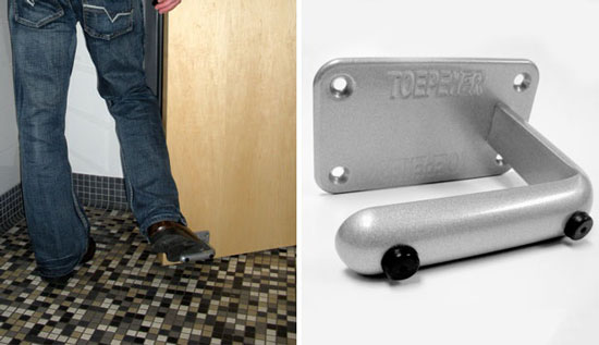 Ножная ручка для дверей безопасна с точки зрения санитарии, поэтому Toepener может послужить отличным вариантом для общественных мест, где двери открываются и закрываются сотнями людей.