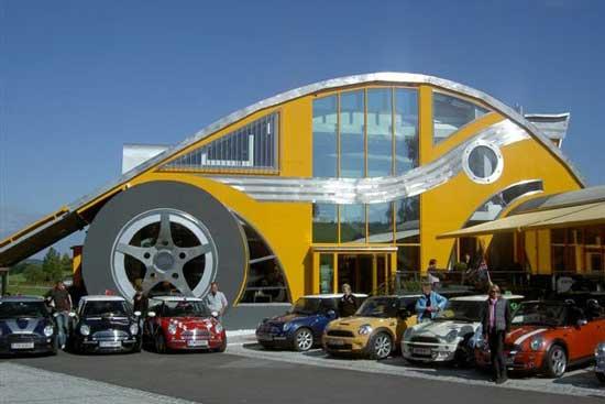 Идея превратить жилой дом в настоящий автомобиль родилась у архитектора Маркуса Воглрейтера (Markus Voglreiter) десять лет назад.