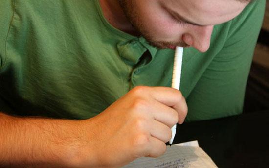 Голландский изобретатель Дэйв Хаккенс (Dave Hakkens) изобрел  съедобные ручки.