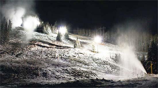 Имитацией атмосферных явлений занимается международная фирма Snow Business International Ltd.