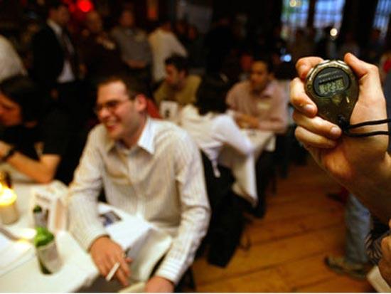 Западную идею брачного бизнеса speed-dating, отечественные предприниматели перевели всем понятным и приятным выражением «вечеринка флирта».