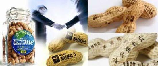 """Для занятых, деловых людей, вертящихся в обществе множества людей, японская компания Arigatou выпустила серию необычных съедобных визиток, напечатанных на арахисе, под названием """"Taberu Me""""."""