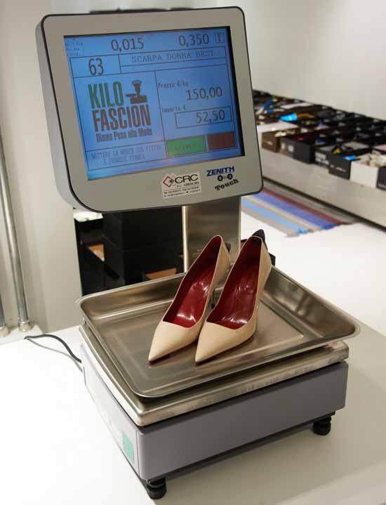 Модный магазин по продаже дизайнерской одежды на килограммы открылся в конце марта.