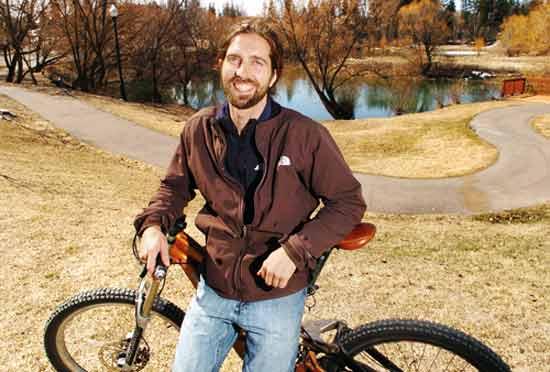 Бизнес идея съемного мотора для велосипеда принадлежит американскому изобретателю Тимоти Каролину (Timothy Carolin).