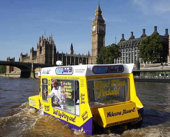 Теперь гости, и жители английской столицы могут насладиться насыщенным шоколадным, мятным, клубничным и другими вкусами сливочного мороженого прямо на плаву.