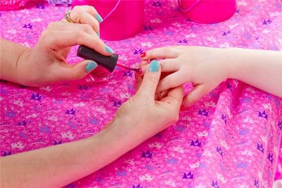 Бизнес-идея создания spa-салона для девочек принадлежит двум подругам Элизабет Чиполла ( Elizabeth Cipolla ) и Рене Тайер ( Renee Thayer).