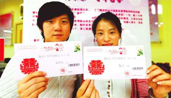 Почта Китая придумала некие «письма счастья» или «письма любви», которые молодожены пишут друг другу в день свадьбы или после свадьбы и которые хранятся на почте и высылаются адресату через семь лет.