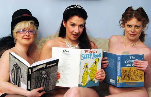 В прошлом году в Торонто открылся литературный салон под названием Naked Girls Reading.