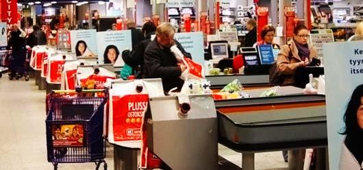 «Замедленное» обслуживание клиентов в специальных околокассовых зонах финского супермаркета предназначено для удобства пожилых людей, людей с ограниченными возможностями и всех остальных покупателей, которые не любят торопиться.