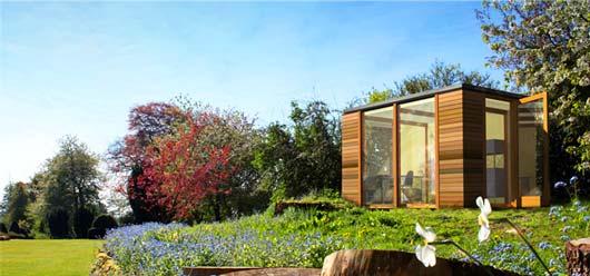 Стандартная модель модульной садовой беседки по умолчанию комплектуется готовой мебелью из березового шпона, а в качестве внешней отделки используется канадский красный кедр.