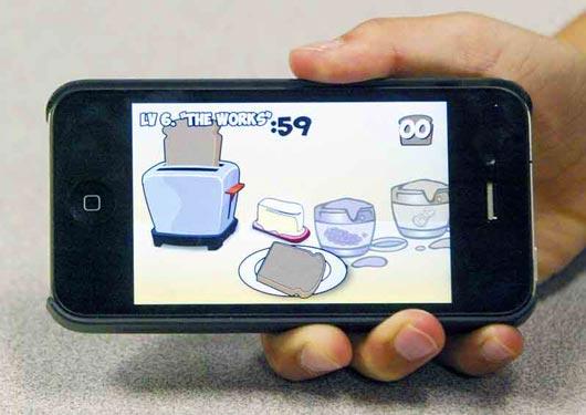 Изобретение семилетнего владельца компании под названием Toaster Pop представляет собой красочную игру, участники которой пытаются намазать масло, джем и другие продукты на поджаренный кусочек хлеба.