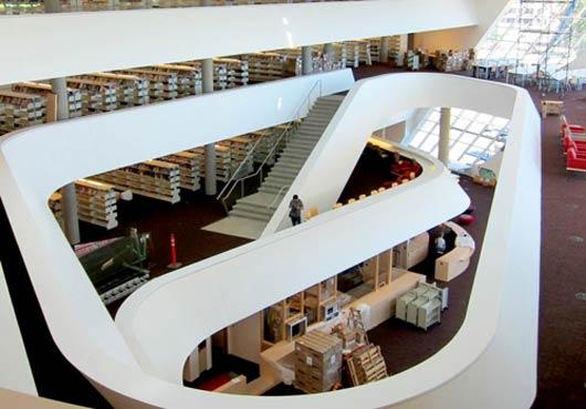 Помимо чтения заявленных 100 тысяч книг в картотеке, посетители библиотеки смогут «арендовать эксперта по различным вопросам вместо книги.