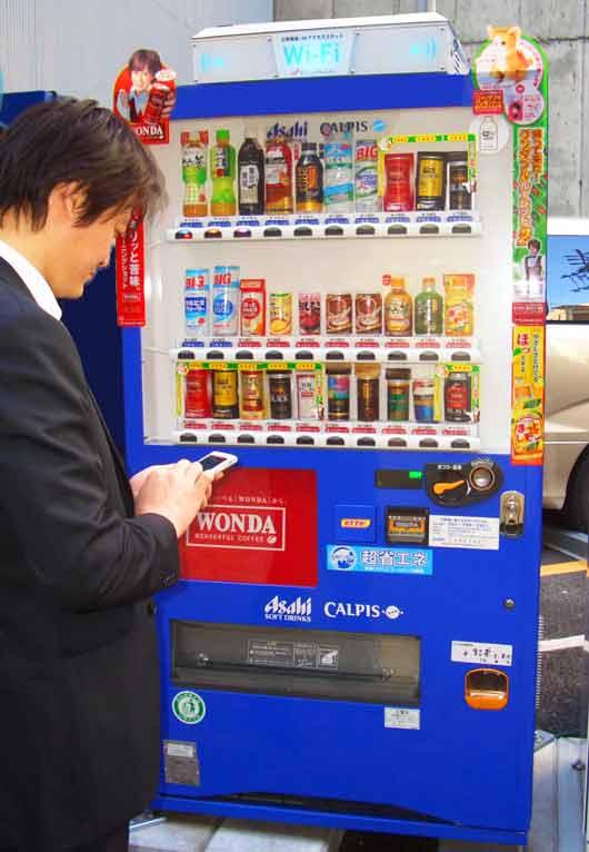 Крупная японская компания Asahi Soft Drinks, реализующая напитки и базирующаяся в Токио, представила общественности свои вендинговые машины с дополнительной функцией доступа в интернет.