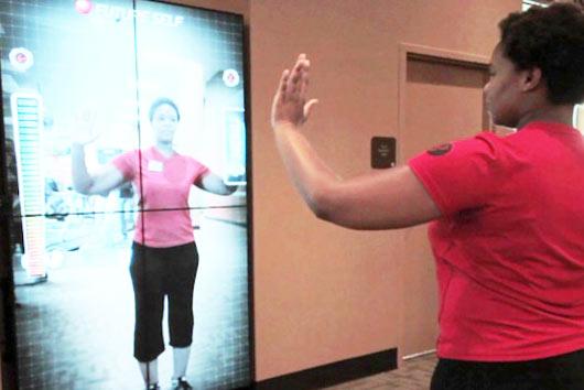 Американская компания Helios Interactive Technologies в партнерстве с дизайнерской студией SoftKinetic разработали уникальный спортивный девайс - интерактивную фитнес-стену, которая представляет собой огромный семи - футовый монитор с встроенными сенсорными камерами.