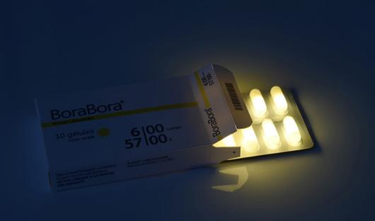 Лаборатория «Рассвет» предлагает широкий выбор солнечного света в капсулах – Бора-Бора, Мальдивы, Гаити и Багамы. Спрашивайте в аптеках», – рекомендуют авторы светящихся таблеток.