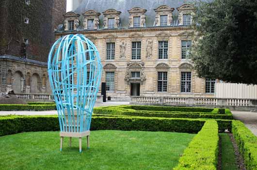 Дизайнеры из Vaulot&Dy?vre представили общественности еще одно свое изобретение – «Танец пчел» (La Danse des Abeilles).