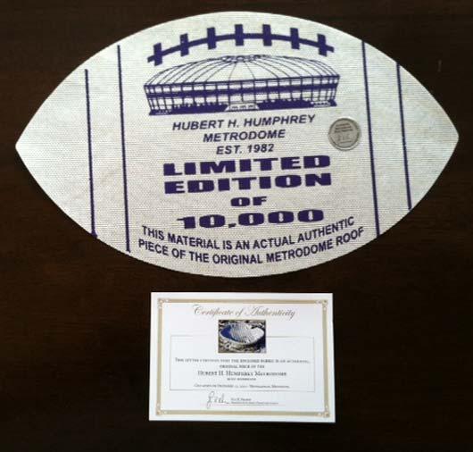 Стоимость одного памятного сувенира из обломков крыши стадиона Metrodome – от 10 до 35 долларов.
