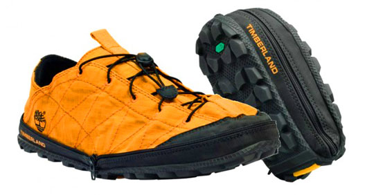 Конструкция складывающихся кроссовок позволяет свернуть их пополам, не повреждая подошву.