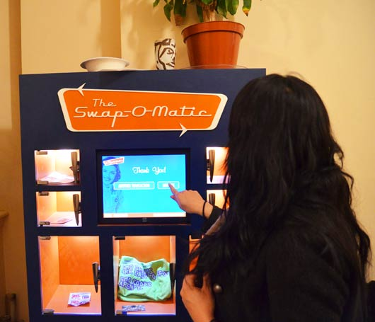 Swap-o-Matic – это торговый автомат, пользователи которого могут пожертвовать ненужные им вещи и получить что-то взамен бесплатно.
