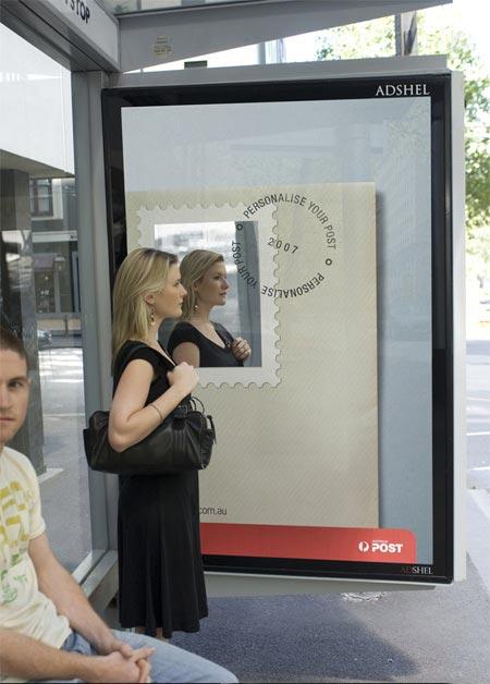 Реклама почтовой службы на остановочных комплексах