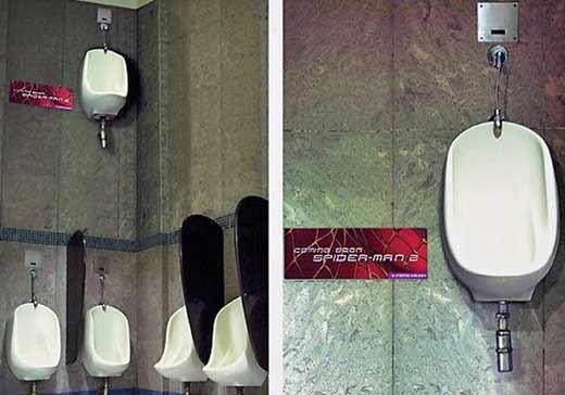 Партизанский маркетинг в действии: туалетные кабинки для человека-паука