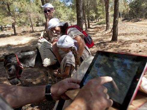 Ослик, оснащённый WiFi, в парке исторической реконструкции