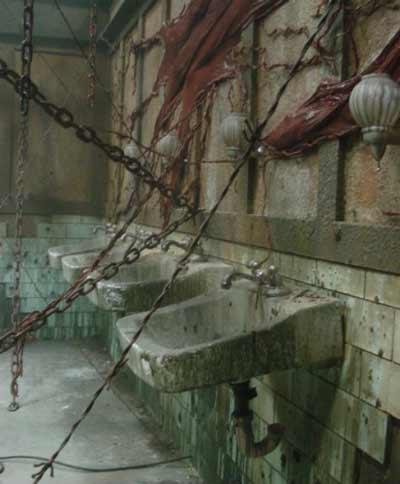 Съёмочный павильон, превращённый в тематический парк «Сайлент-Хилла»