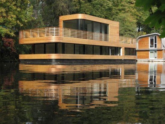 1283833100_houseboat