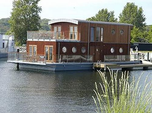 houseboat-made-by-waterliving_7071