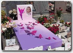 Разноцветные надгробия с персональным дизайном