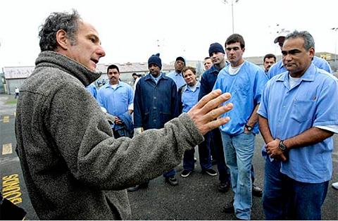 пошив джинс заключенными