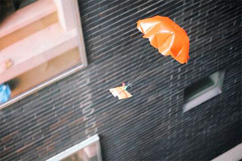доставка еды парашютом