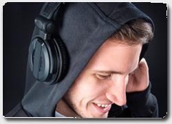 Бизнес идея №4969. Аудио-толстовка худи – «друг» наушников профессионального диджея